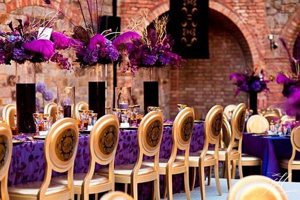 fioletowe dekoracje weselne zdjęcie