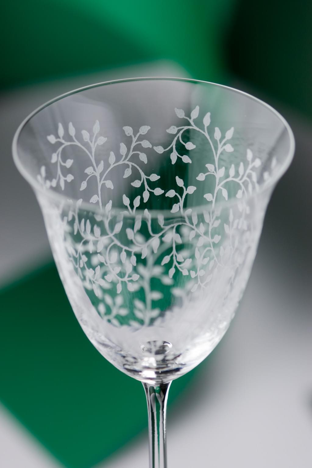 luksusowe prezenty ślubne weselne zdobione szkło kieliszki do wina