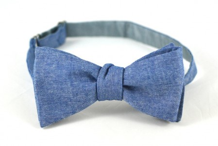 mucha do ślubu kolorowa niebieska mucha jeansowa