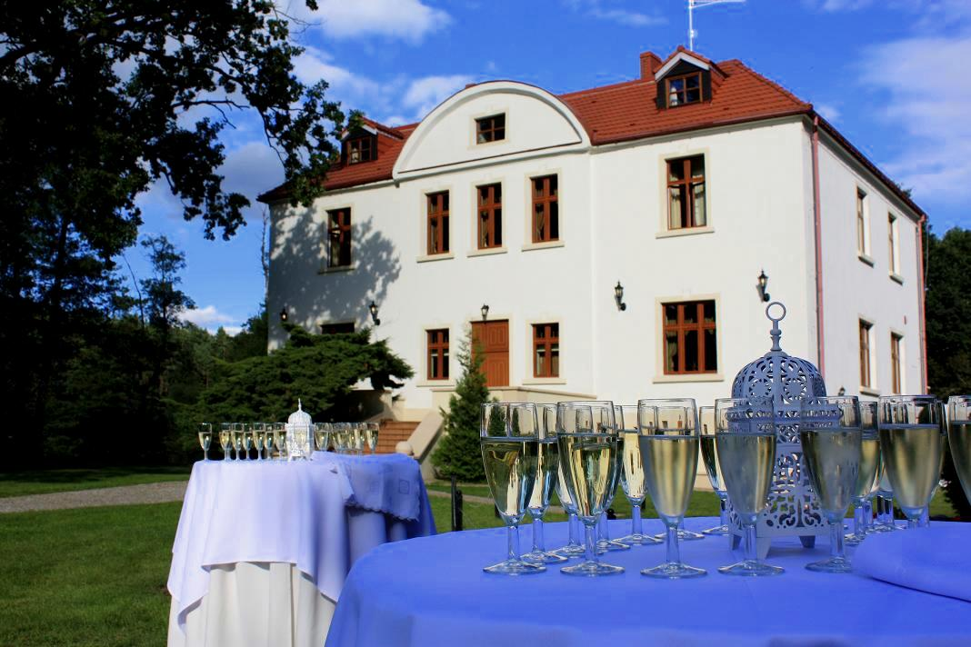 plenerowe wesele coctail hoour coctail party wedding poland Pałacyk łąkomin wesele slub plenerowy