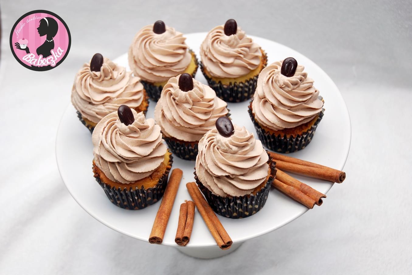 muffinki babeczki cupckakesy wesele ślub podziękowania dla gości słodki stół winietki bufet