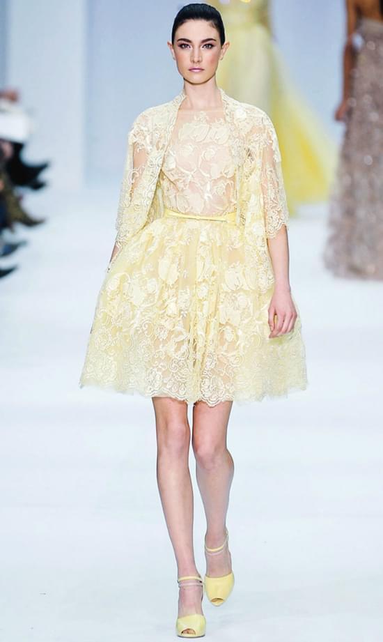 żółta krótka suknia ślubna