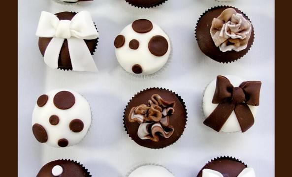 torciki supporciki cupcakes'y muffinki ślub wesele niezłe ciacho artystyczna pracownia tortów kropki groszki grochy