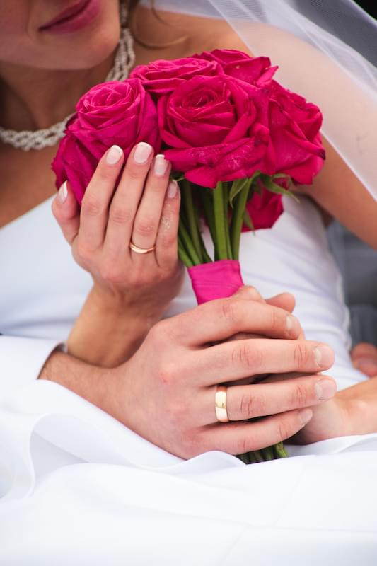 klasyczny bukiet ślubny róże