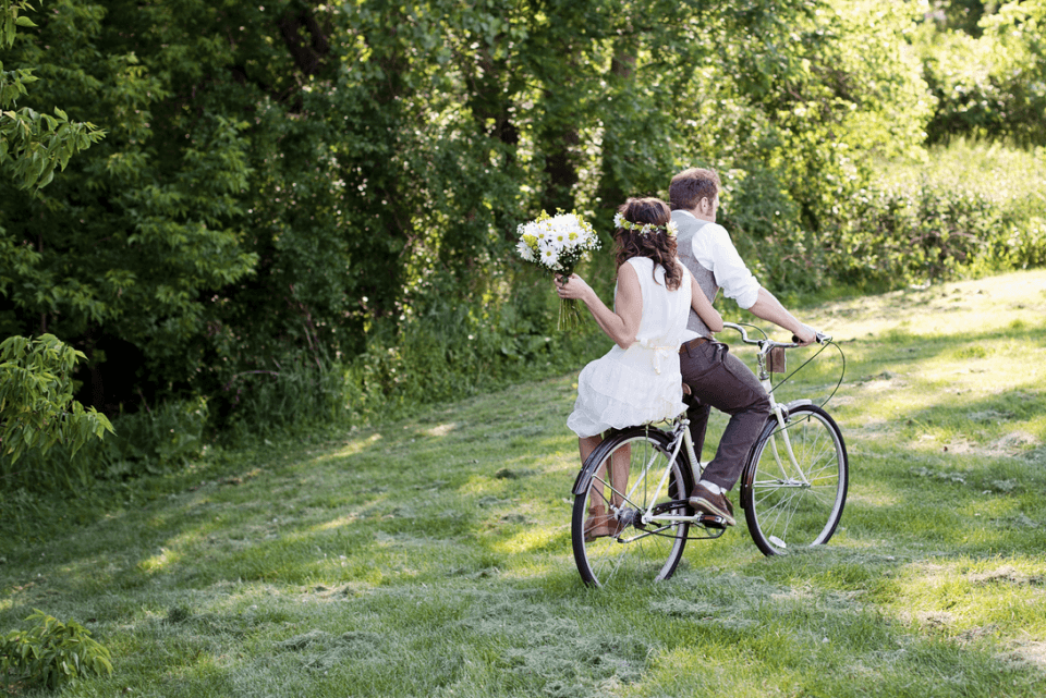 para mloda na rowerze