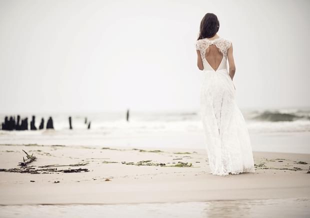 dekolt wycięty koronkowe plecy suknia zdjęcie