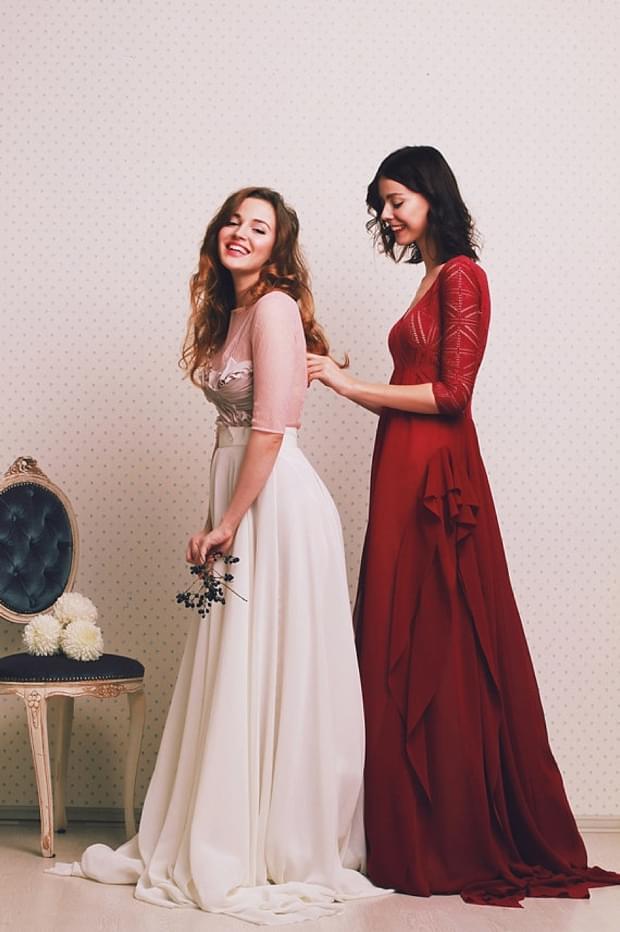 biała różowa i czerwona suknia ślubna