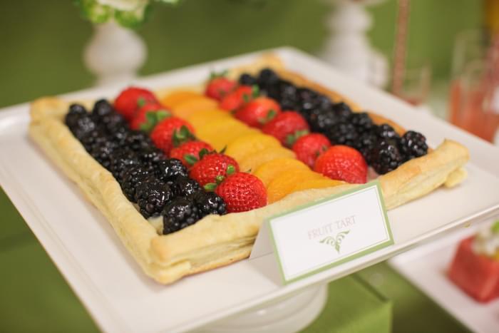 bufet z owocami na wesele pomysły