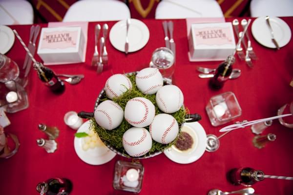 dekoracja-stolu-sportowe-wesele-zdjecie