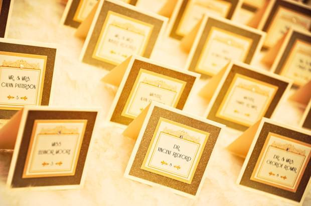Wielki Gatsby inspiracje ślubne blog ślubny złota suknia złote dekoracje sali