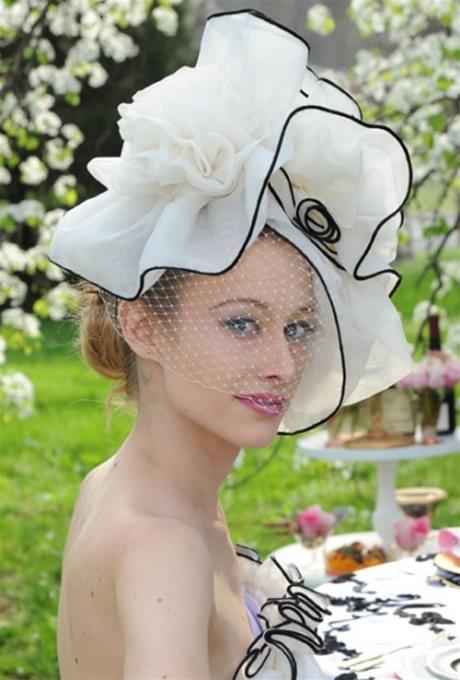 kapelusz panna młoda suknia ślubna wesele