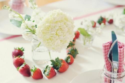 kwiaty w słoikach wesele