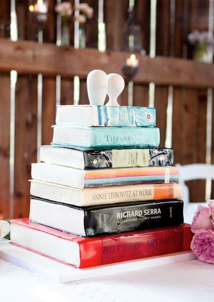 nietypowy tort w kształcie książki