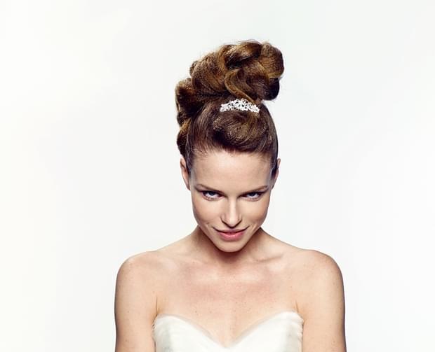 fryzury ślubne 2015 modne upięcia długie i średnie włosy (1)