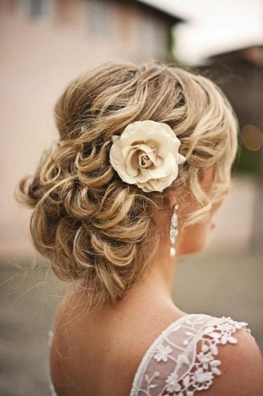 fryzury ślubne długie włosy naturalne uczesanie