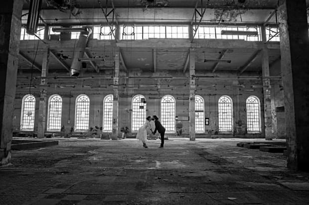industrialna sesja ślubna w fabryce (17)