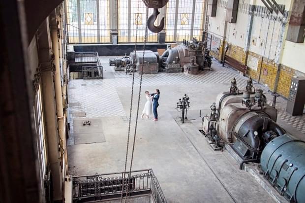 industrialna sesja ślubna w fabryce (25)