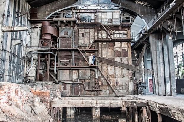industrialna sesja ślubna w fabryce (26)