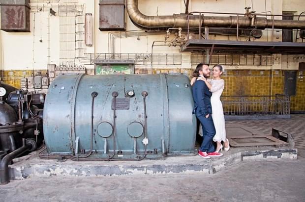 industrialna sesja ślubna w fabryce (3)