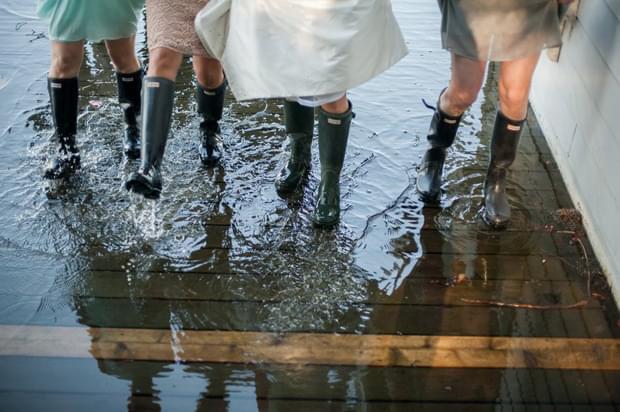 inspiracje ślub wesele nad jeziorem detale dekoracje zdjęcia kalosze do ślubu