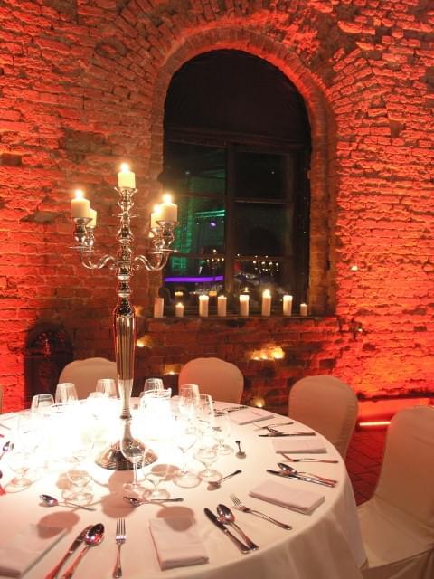 wymarzone miejsce na wesele w polsce forteca kręglickich kandelabry