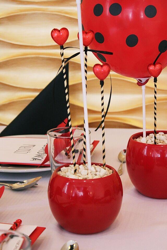 miejsce dla dzieci na weselu stół dekoracje