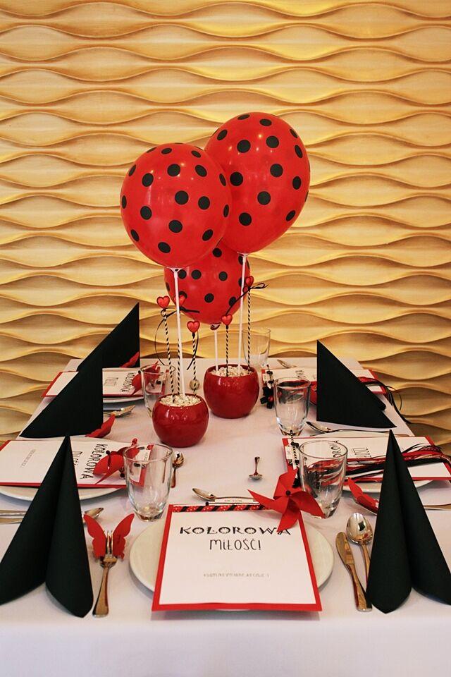 dekoracja stołu deconatka dla dzieci na weselu zdjęcie