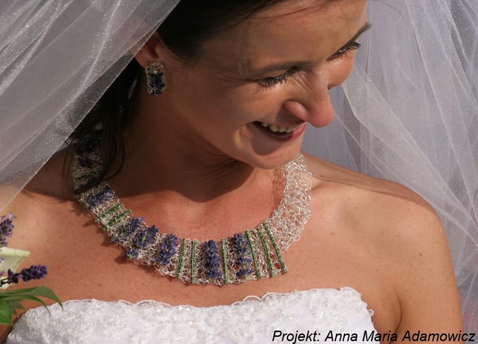biżuteria florystyczna do ślubu, biżuteria z żywych kwiatów, biżuteria z kwiatów