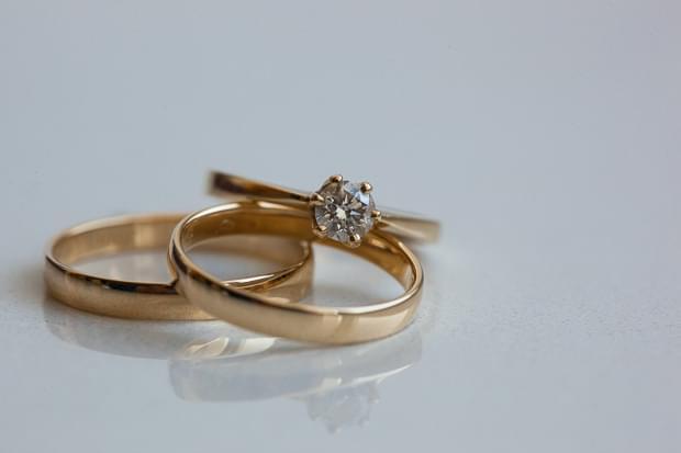 pierścionek zaręczynowy obrączki zdjęcie