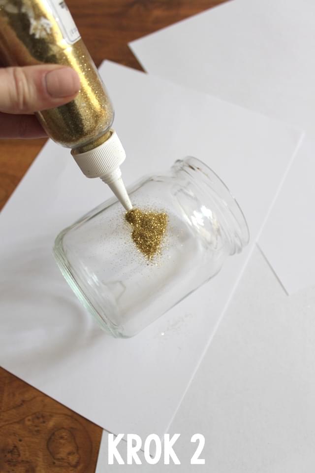 słoiki-ze-złotym-brokatem-zdjęcie