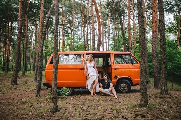 stylizowana sesja narzeczeńska hippie zdjęcie (33)