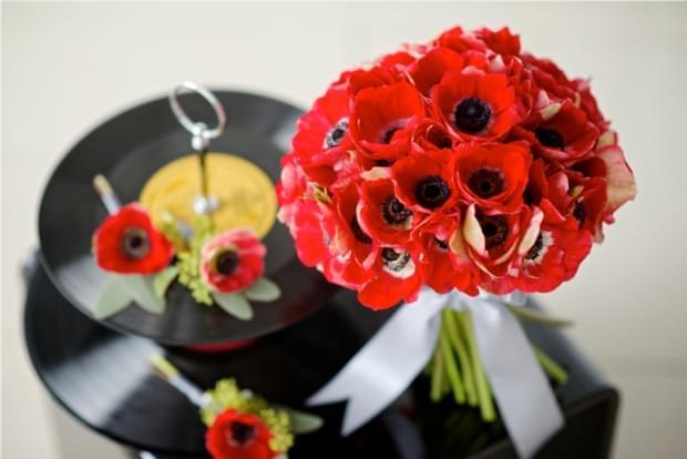 bukiet ślubny anemony czerwone