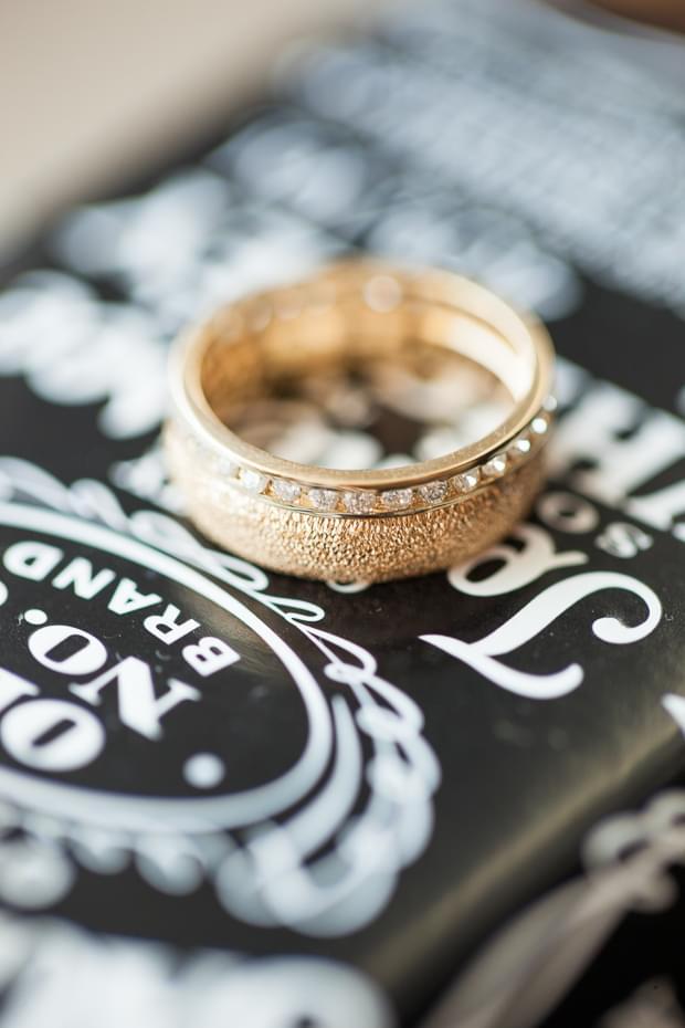 złote obrączki ślubne zdjęcie