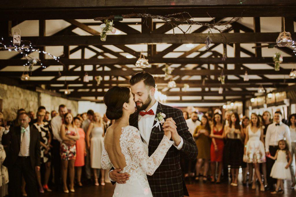 0f7c88e446 Jaką wybrać piosenkę na pierwszy taniec weselny