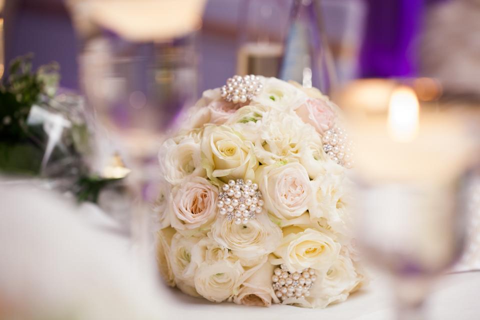 bukiet ślubny z róż zdjęcie