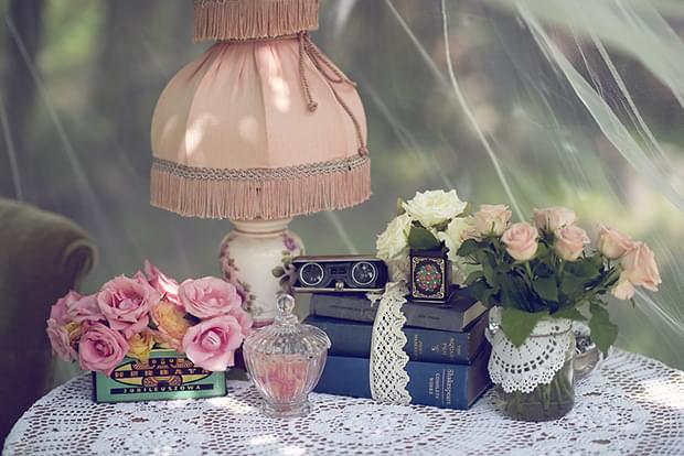 Letni vintage podwieczorek panieński w ogrodzie_kącik