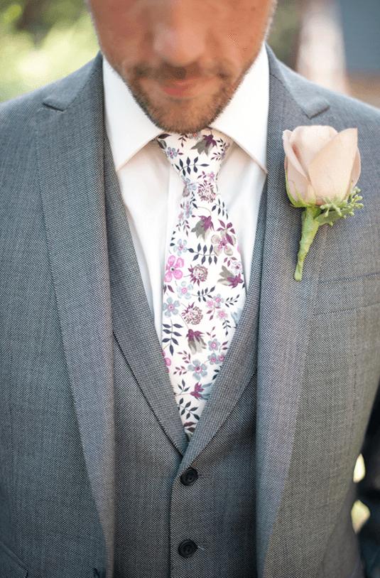 krawat w kwiaty, pan młody
