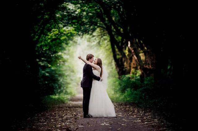 całująca się para zdjęcie