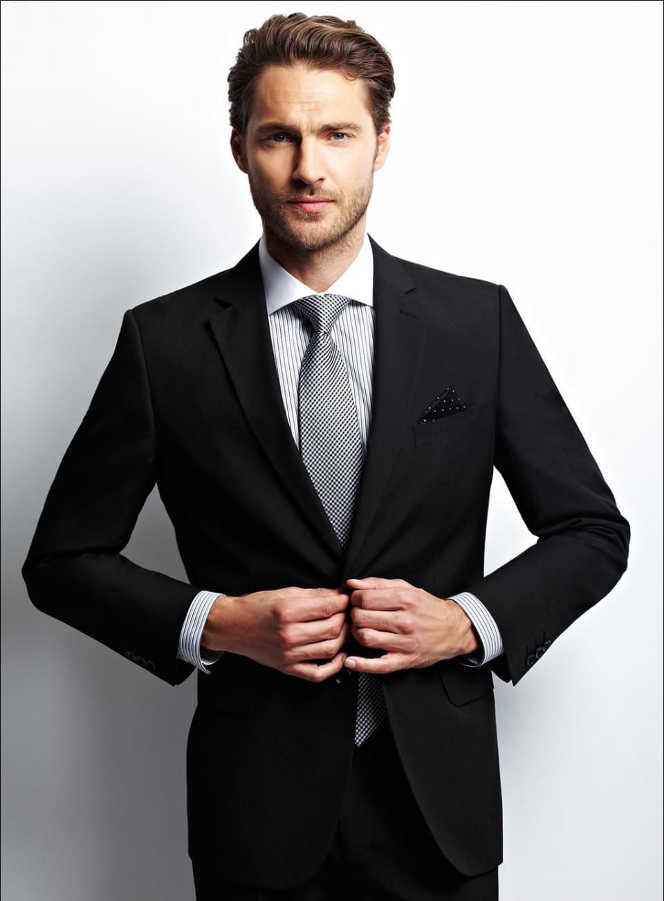 e29029fa38827 Strój Pana Młodego – jaki garnitur na wesele? (Gotowe stylizacje)