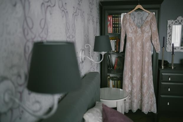 koronkowa suknia nude
