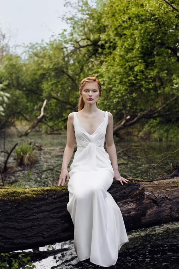 minimalizstyczna-slubna-suknia-zdjecie