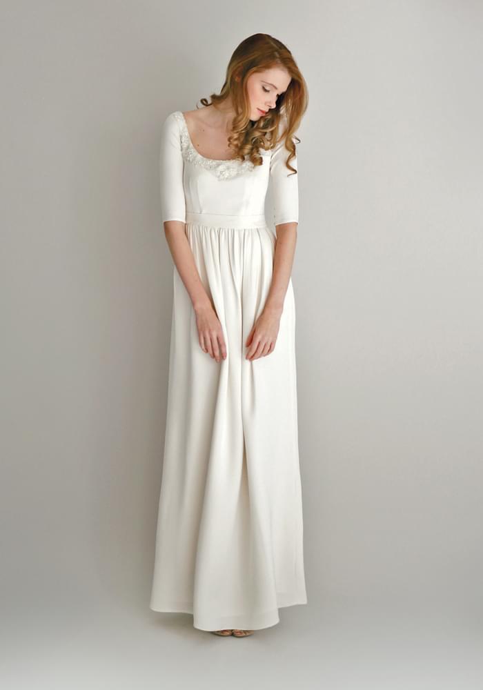 prosta długa skromna suknia na ślub cywilny zdjęcie