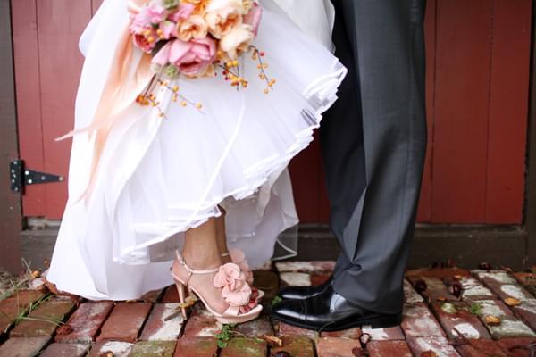 różowe szpilki ślubne