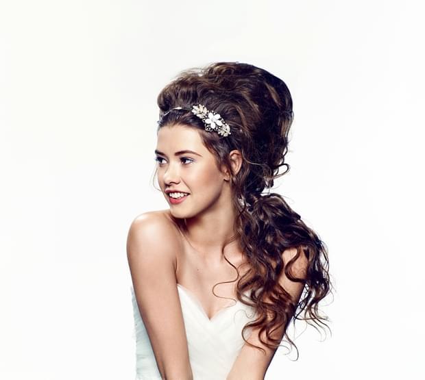 romantyczna fryzura ślubna 2015 długie włosy (1)