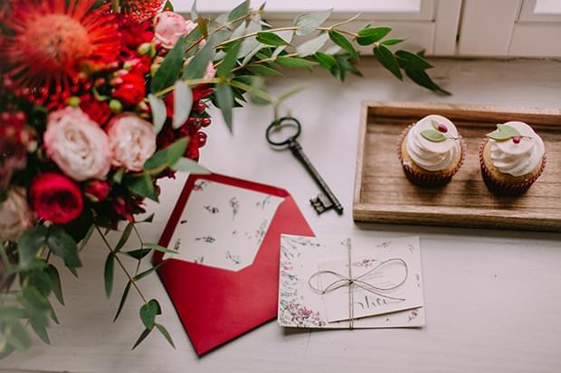 sesja-stylizowana-kolor-marsala-ślub-trendy-2015-zdjęcie