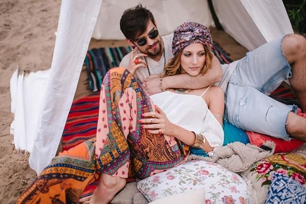 stylizowana sesja narzeczeńska hippie zdjęcie (3)