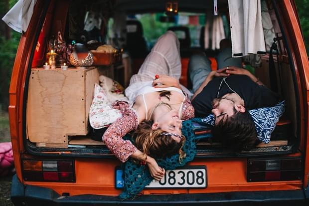 stylizowana sesja narzeczeńska hippie zdjęcie (51)