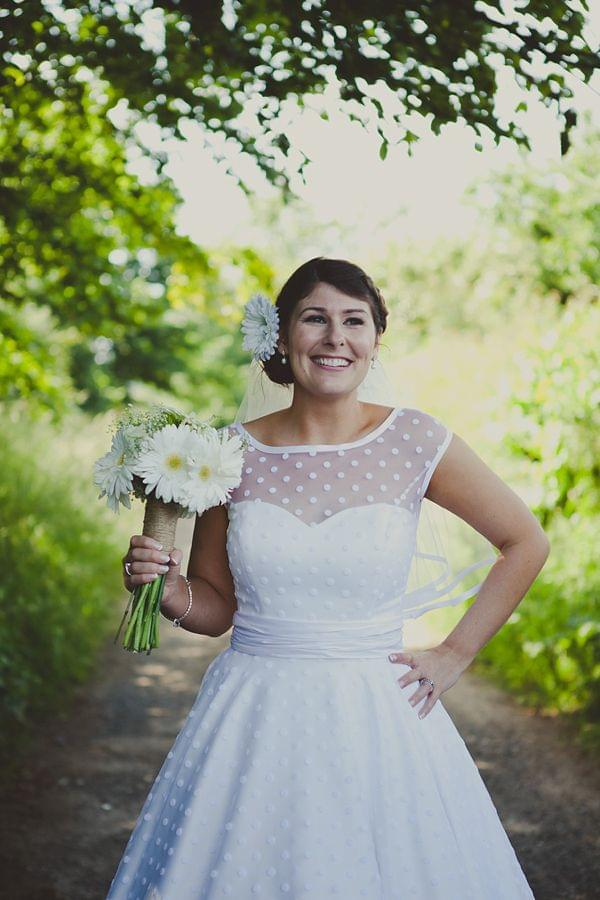 Znaleziono na bridalweardresses.com