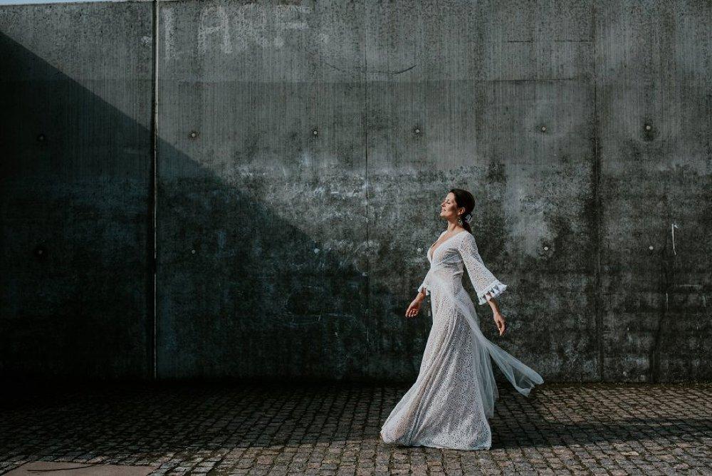 67375b3ee3 Pracownia kreacji ślubnych w stylu boho powstała na bazie zainteresowań  projektantki i doświadczeń z szyciem sukni dla przyjaciółek i znajomych
